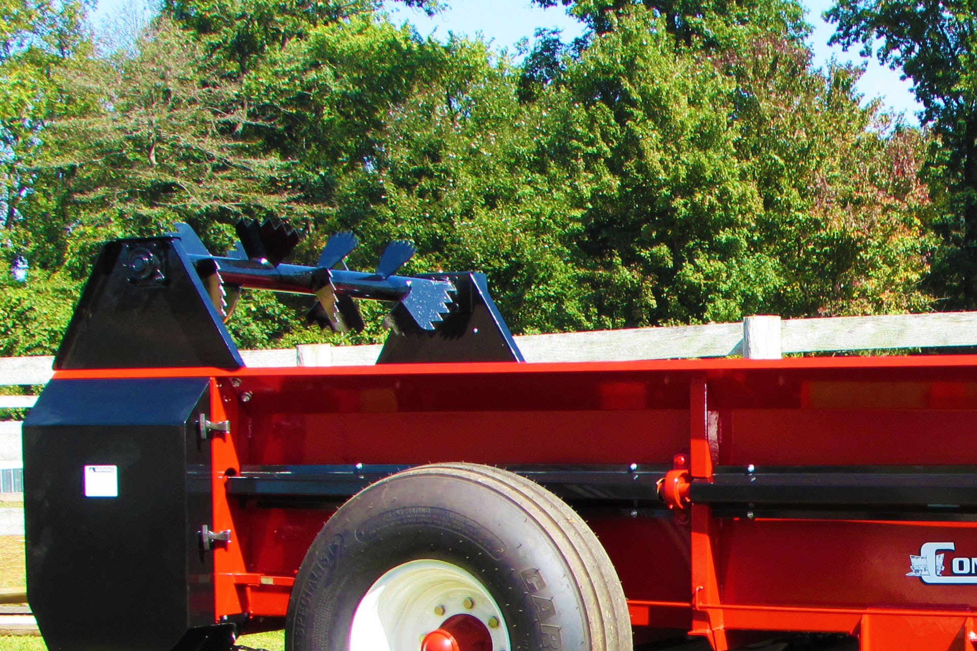Large PTO farm manure spreader conestoga manufacturing with optional top beater.