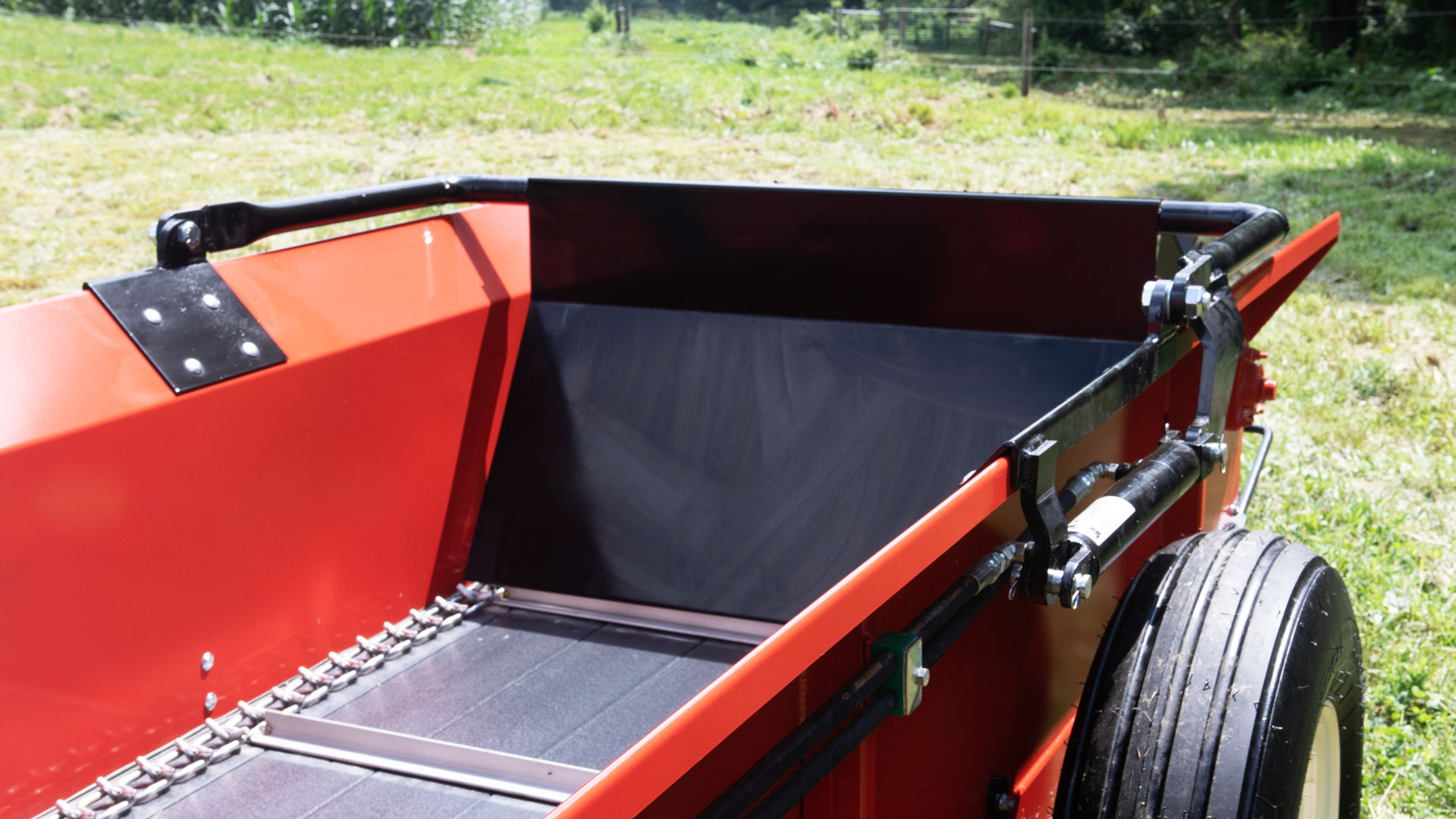 PTO Horse manure spreader with optional hydraulic end gate.